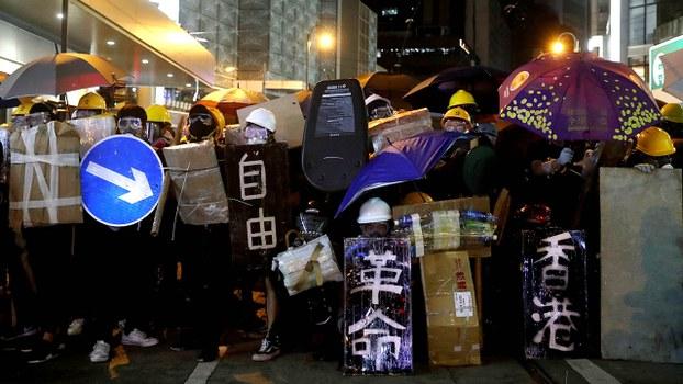 香港两个月的街头抗争以来,北京当局一直对香港的讯息采取封锁措施,关注时政的民众对香港市民的抗议和示威活动,亦表面没有出现强烈关注、热议。(路透社资料图片)