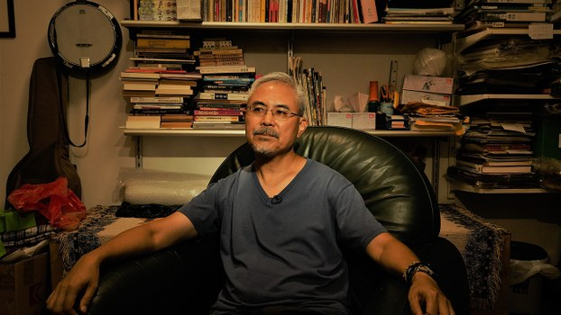 縱橫畫壇四十載的香港政治漫畫家尊子,稱已有心理準備迎接「被審查」的恐懼。(李智智 攝)