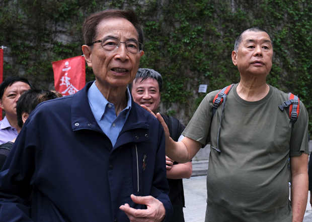 有「香港民主之父」之稱的資深大律師李柱銘(左)和壹傳媒創辦人黎智英等15名民主派人士於今年4月18日被捕。(路透社資料圖片)