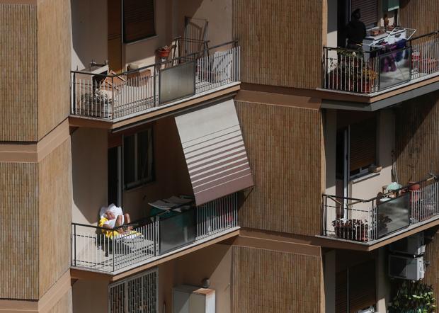 在疫情下,民眾只能留在家中。(路透社資料圖片)
