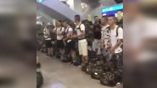 网民称中国便装武警在广州南站准备出发前往香港。(视频截图 / 拍摄时间不详)