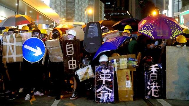 2019年即將完結,香港將在「反修例風波」下迎接2020年。時下一代年青人在這場運動中擔當重要角色。在這一年的風風雨雨下,他們有怎樣的心路歷程、對新一年又有甚麼展望呢?