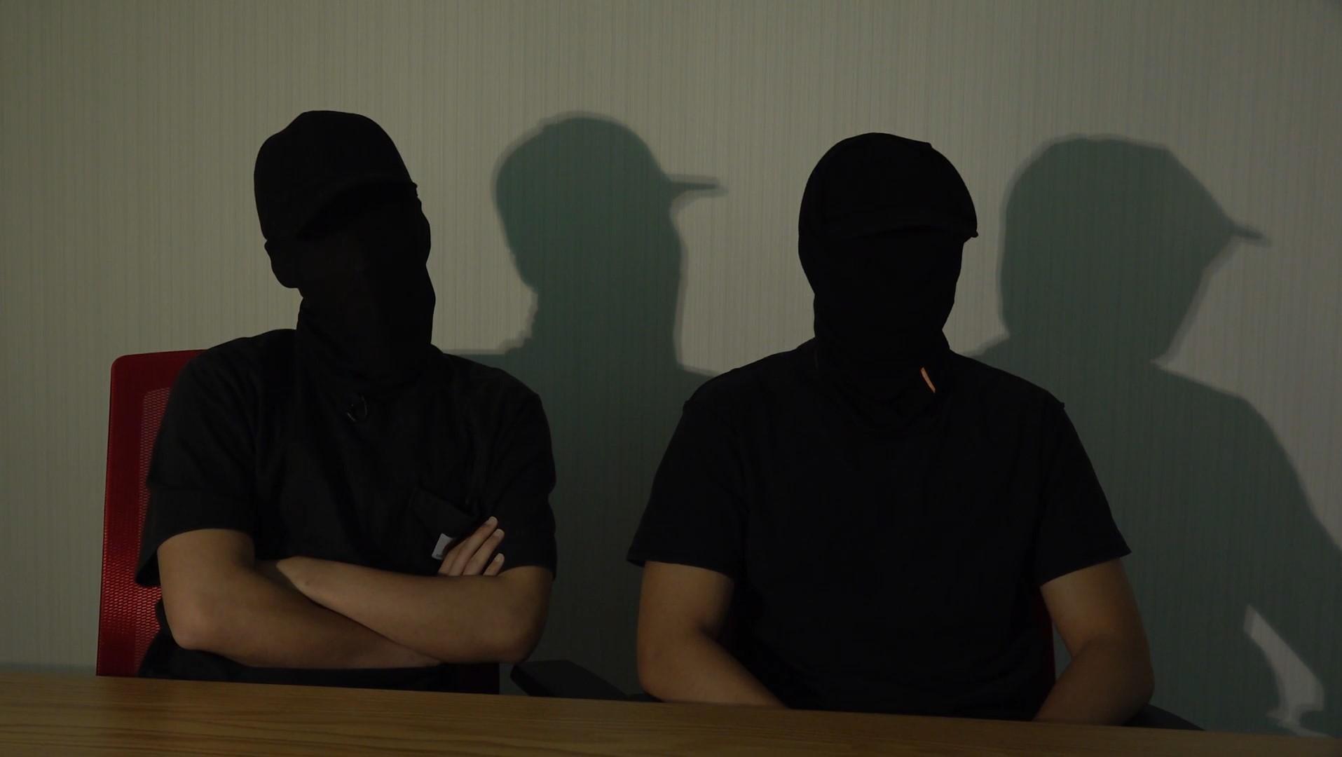 勇武派成員東仔(左)和阿徒(右)接受本台訪問時指出,一日未光復香港,他們仍會抗爭到底。(鄧穎韜攝)