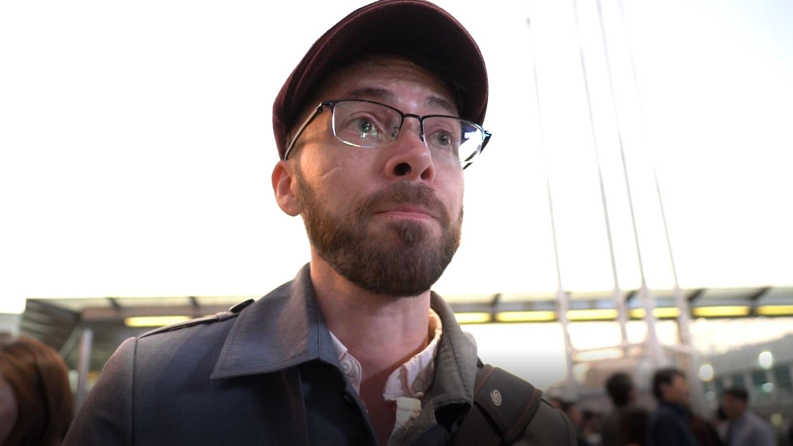 美國訪港遊客阿當(Adam Roberts)表示,對香港警察的暴力行為感到驚訝。(李智智攝)