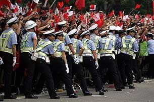 2008年5月7日,北京奧運火炬傳遞經過廣州時,廣州警方派出大量警力維持秩序。
