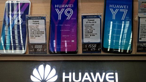 2019年3月29日,香港一間電器行正在出售多款華為手機。同期,德國為下一代移動網絡制定安全標準,根據相關標準,華為等中國製設備可能會因安全問題被排除在外。(美聯社)