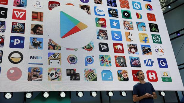 2017年5月17日,安卓及Google Play产品管理副总裁Sameer Samat在谷歌全球开发者大会上对产品进行介绍。其时,Google Play上的应用程序数量已达约三百万。由于Google Play的软件上架制度相对宽松,令一些黑客有机可乘。(路透社)
