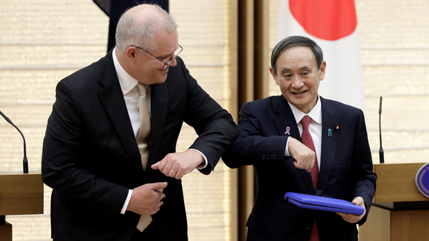 莫里森出訪東京與菅義偉會面,兩國擬訂新協議加強國防。(路透社 / 2020年11月17日)