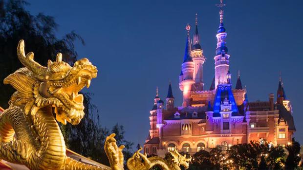 上海迪士尼樂園禁止遊客攜帶食物入園被控告後,園方修改規則,准許遊客攜帶部分食品入內。(上海迪士尼樂園網頁截圖 / 拍攝日期不詳)