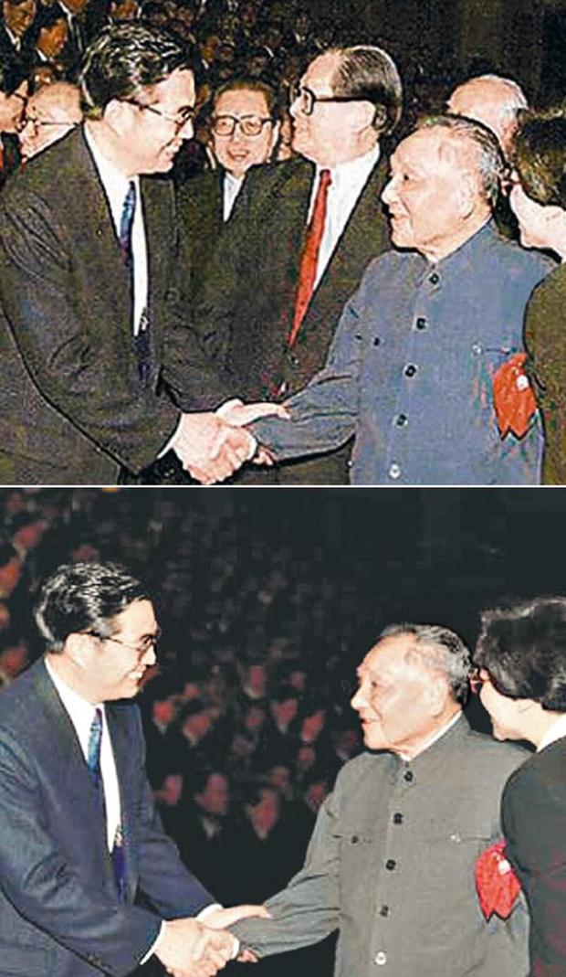 90年代初,中共官方就曾發過鄧小平與胡錦濤握手的照片,居然把原本在相中的江澤民和喬石刪去。(網絡圖片)
