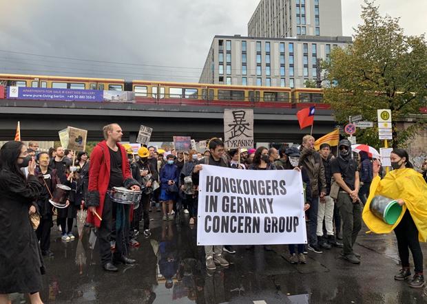 在德港人和德國民眾在過去一年,多次發起抗議北京活動。他們認為德國政府就香港《國安法》做出明確回應,也與德國民意有關。(吳亦桐 攝 / 拍攝日期不詳)