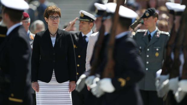 德國國防部長卡倫鮑爾(Annegret Kramp-Karrenbauer)表示,根據《印太戰略政策指南》,德國明年將派軍與澳大利亞海軍在印太部署,也將向印度洋派出巡航艦。(德國國防部官網圖片)