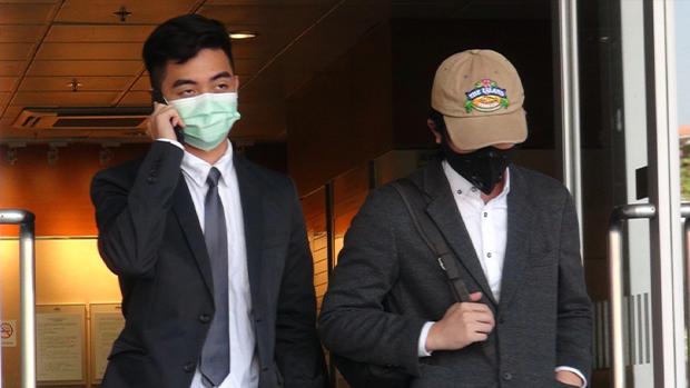 被告趙樂(右)及次被告盧國威(左)周二(20日)被判無罪釋放。(蘋果日報圖片)