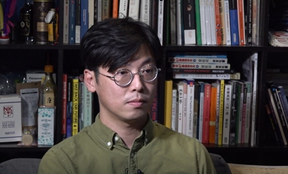 本土研究社成員陳劍青說大南街的改變無疑存在被收購的隱憂。(鄧穎韜 攝)