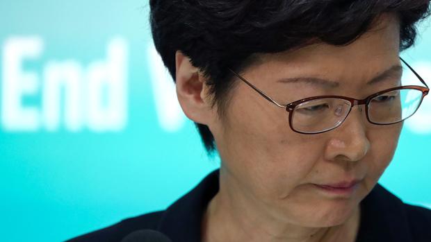 2019年10月4日,林郑月娥举行记者会,宣布引用《紧急法》,是香港52年来的第一次。(路透社)