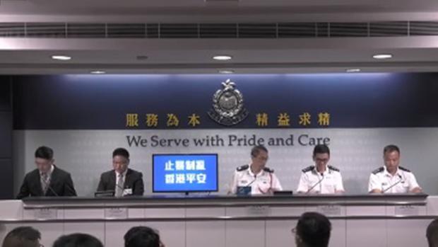 2019年10月8日,香港警方承认记者采访获豁免《禁蒙面法》,但表示条例才刚实施,需要时间磨合。(香港警察视频截图)