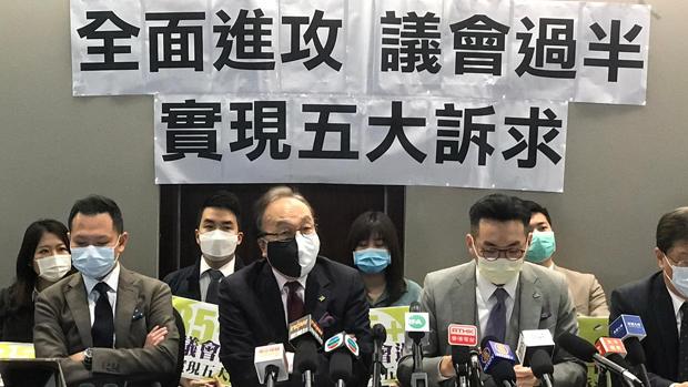梁家傑(中)代表公民黨指出,該黨義無反顧地支持民間協調,務求議會過半,實現五大訴求。(張展豪 攝)