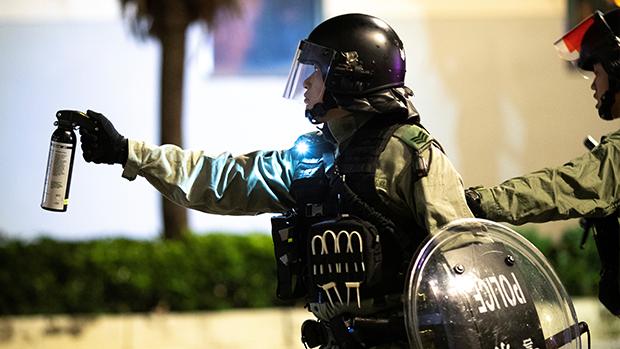 香港警察近月曾多次施放胡椒噴劑。(路透社資料圖片)