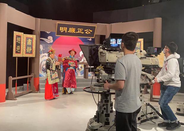 香港電台節目「頭條新聞」過去一直以嬉笑怒罵方式諷刺時弊,惟不時遭政府和親中人士點名批評。(李智智 攝)