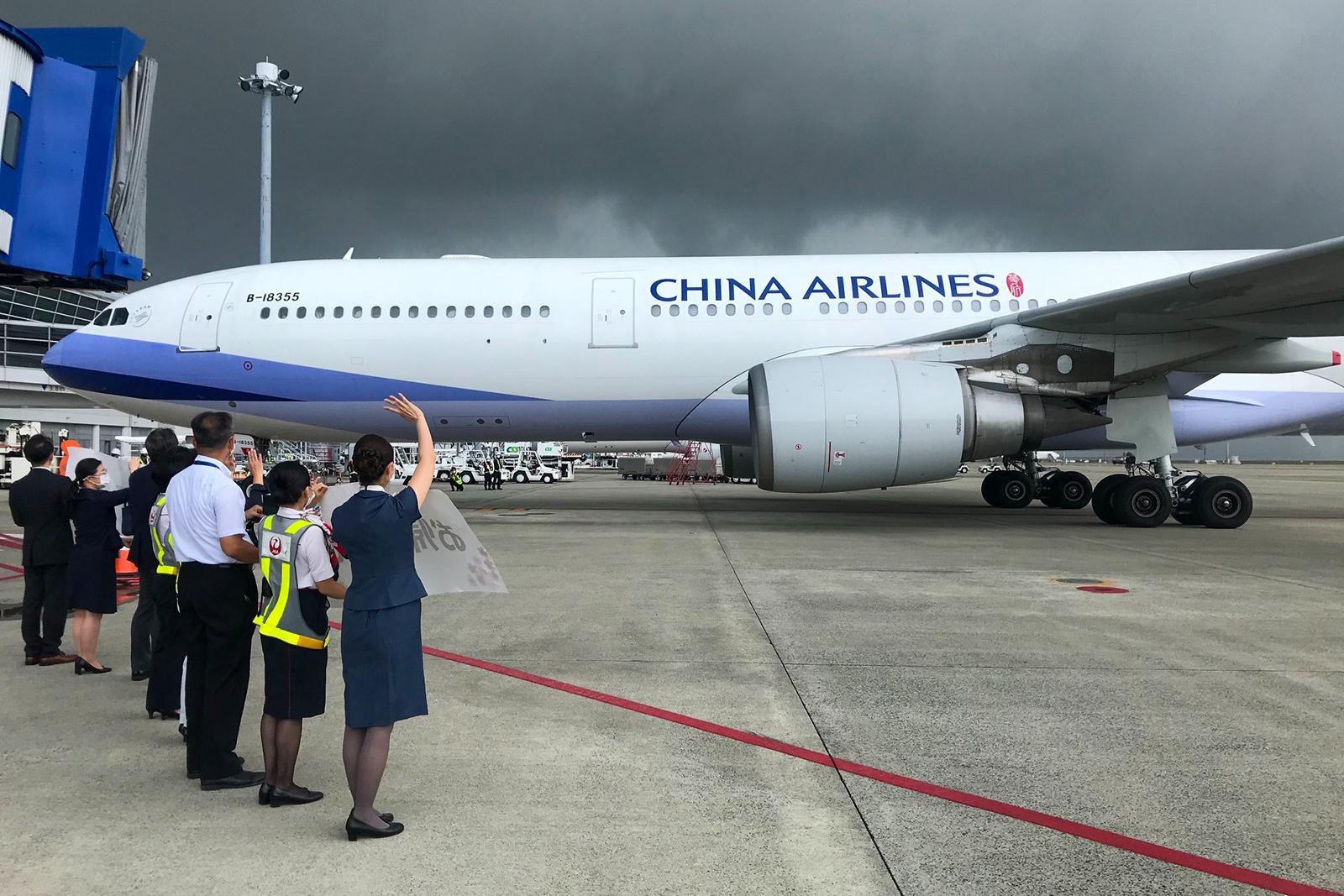 2020年11月26日,學者推測,華航未來會逐步讓飛機塗裝的「CHINA AIRLINES」消失,換上「TAIWAN」。(取材自華航臉書)