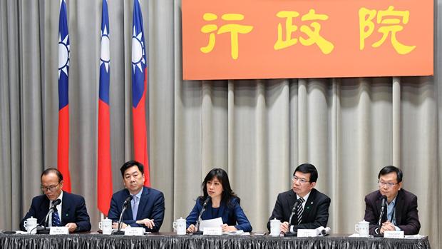 2020年3月26日,台灣行政院官員證實將以「類包機」方式接回滯留湖北武漢台胞。(台灣行政院提供)