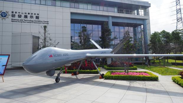 台灣研發的無人機因缺乏軍事導航和通訊衛星的支援,只能在台灣週邊海域執行任務。(鍾廣政 攝 / 2017年12月29日)