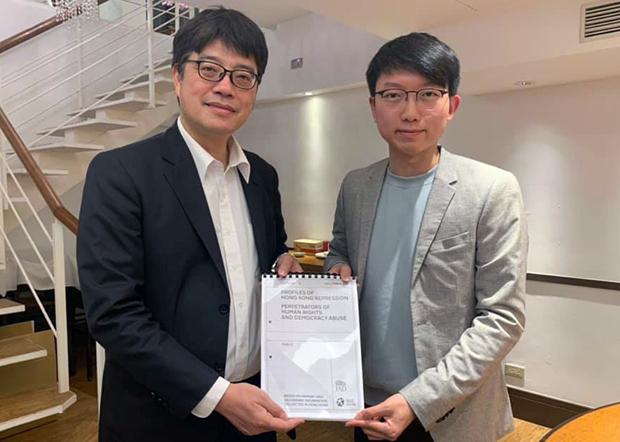 2020年1月16日,张昆阳与陆委会副主委邱垂正会面后,在社交网交发文表示,台湾会研究禁止「香港恶棍」入境的名单。(张昆阳脸书照片)