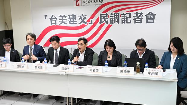 2020年10月16日,獨派團體民調顯示百分之82.5台灣人贊成和美國建交。(鍾廣政 攝)