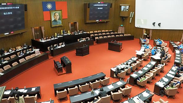2020年10月6日,台灣立法院無異議通過國民黨提出,「台美復交」和「促美軍協防台灣」提案。(鍾廣政 攝)