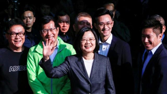 各位國內外的媒體記者朋友,感謝大家的耐心等待。首先,我要謝謝今天出來投票的選民。參與這場選舉,無論投票給誰,都是民主價值的實踐。藉由每一次的總統大選,台灣人都在告訴全世界,我們有多麼珍惜民主自由的生活方式,也珍惜我們的國家—中華民國台灣。