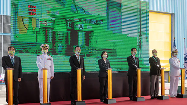 2020年11月24日,總統蔡英文(中)主持潛艇國造動工儀式。(總統府提供)