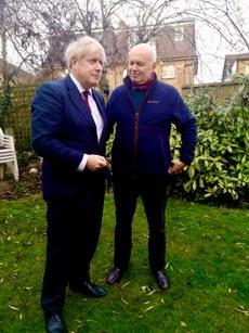英國保守黨前領袖、對華政策的批評家史密斯(Iain Duncan Smith)(右)認為:華為對帝國理工的讚助協議,是一個諷刺而危險的關係。英首相約翰遜(左)早前允許華為進入三分之一的英國5G網建。 (史密斯推特圖片)