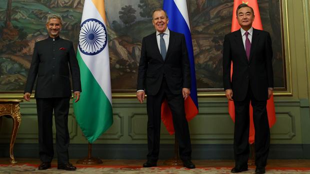 左起:印度外長蘇傑生、俄羅斯外長拉夫羅夫、中國外長王毅。(路透社 / 2020年9月10日)