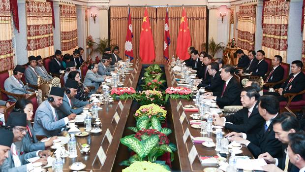 2019年10月12日,習近平在加德滿都總統府與尼泊爾總統班達里及官員會面。(中國政府網圖片)