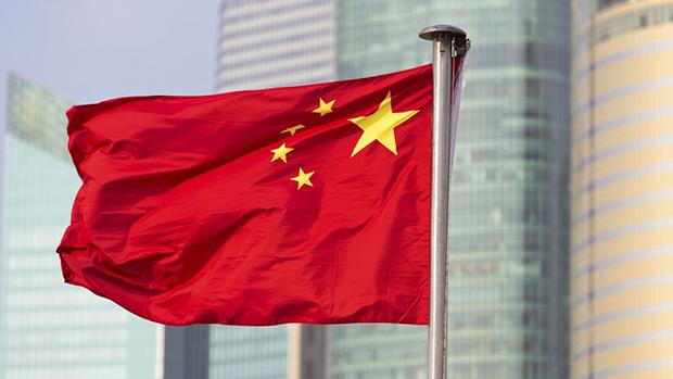 全國人大常委會通過修改國旗法、國徽法,譚耀宗相信特區政府會參考並提交立法會審議。(網上圖片)
