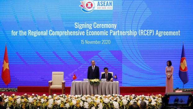 《區域全面經濟夥伴關係協定》RCEP的簽署儀式周日(15日)在越南河內舉行。(路透社)