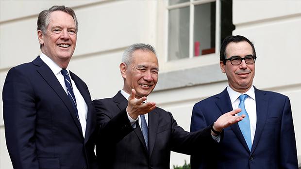 美國首席談判代表萊特希澤(左),中國副總理劉鶴(中),美國財長姆努欽(右)是中美貿易談判中三個重要人物。(路透社資料圖片)