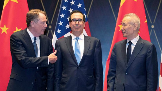 左起:參與中美貿易談判的美國首席貿易談判代表萊特希澤,美國財長姆努欽,中國副總理劉鶴。(路透社資料圖片)