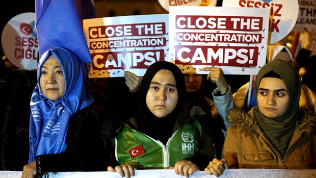 新疆日前通過的《反家庭暴力法》被認為有助提高維族婦女地位, 但當局同時把「去極端化」納入條文,卻對新疆人權敲響了警號。(路透社資料圖片)