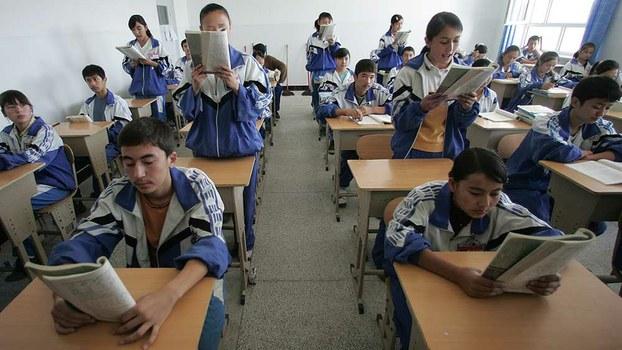 新疆各地逾5000所中小學和職校超過436萬學生本周一(23日)起重返校園,成為全國首個全面復課地區。(AFP資料圖片)
