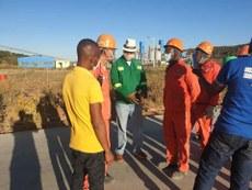 2020年5月23日,贊比亞官員Miles B. Sampa帶隊檢查中企,發現他們存在奴役當地工人的違法行為。(Miles B. Sampa臉書)